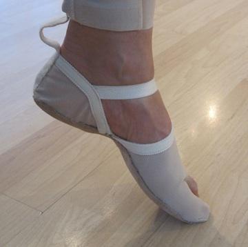 SoMo footwear containing pressure sensors